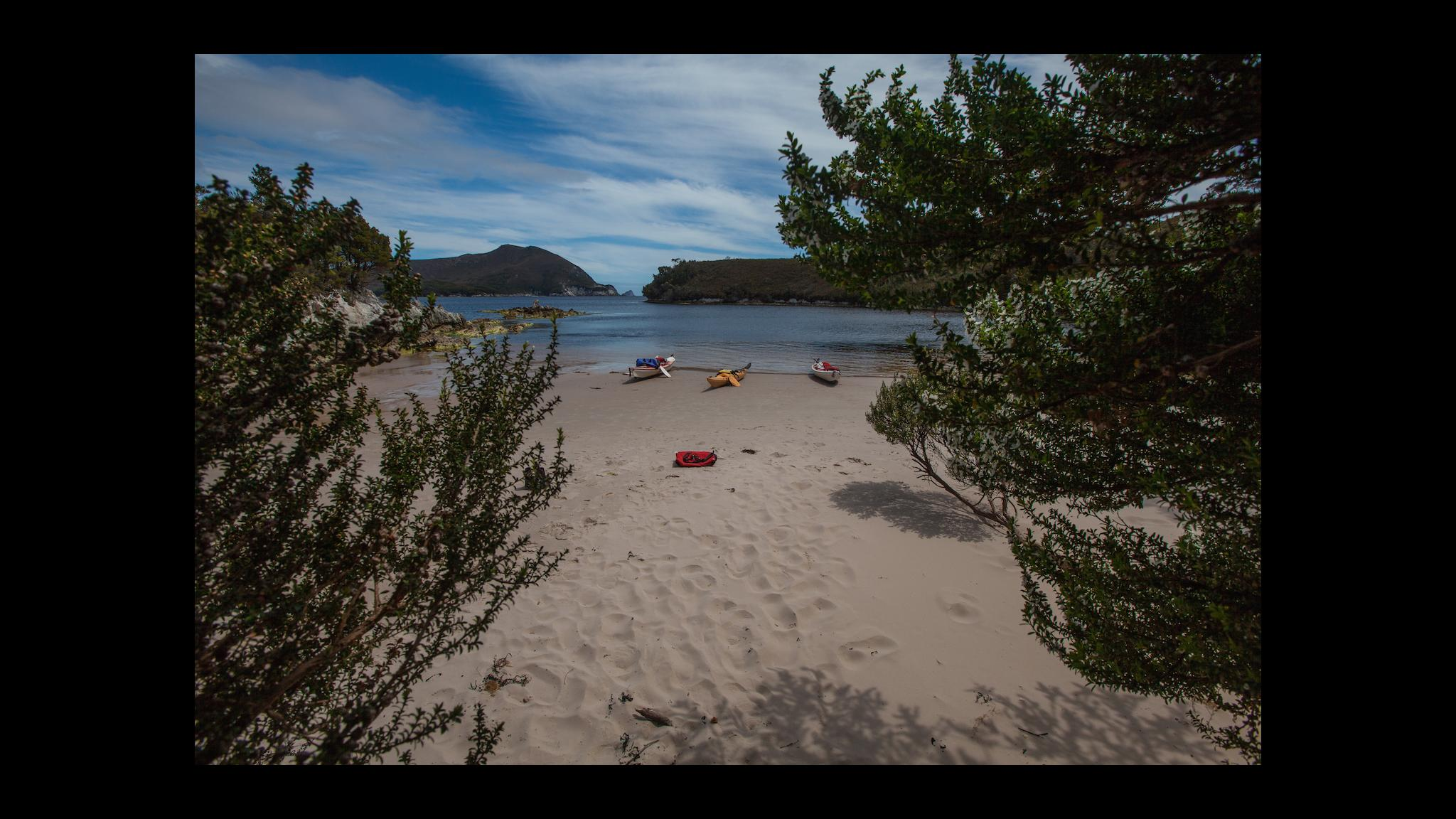 Roaring 40s Kayaking - Learning sea kayak expeditions skills will take you to remote beaches